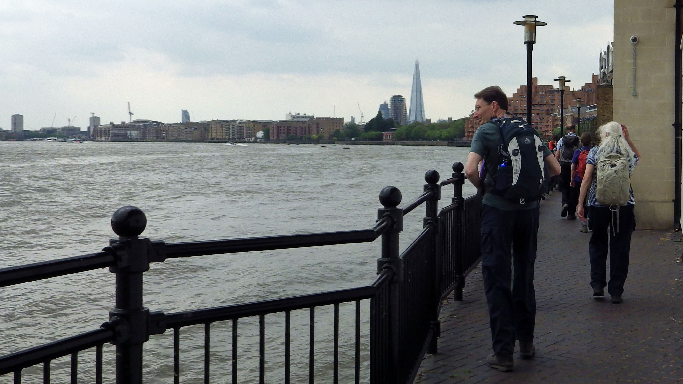 Walking by Thames, Ratcliff